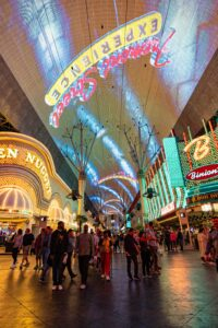 Khám phá Las Vegas - Fremont Street. Image source: unsplash